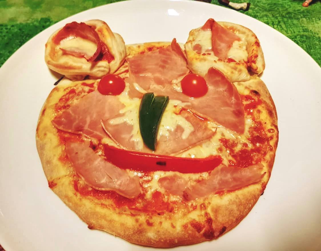 Pizza geht auch lustig :-)